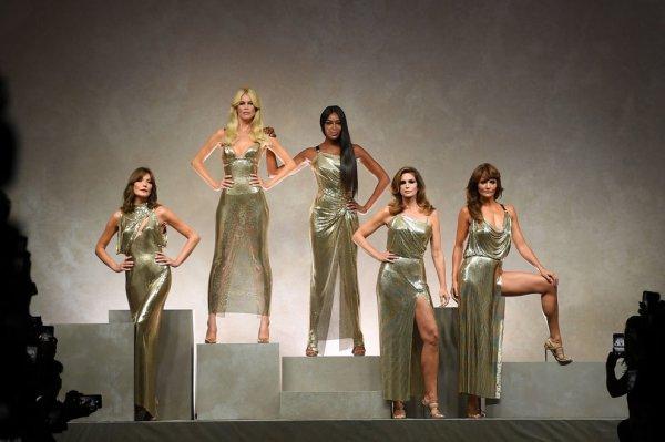 Неделя моды в Милане: Супермодели 90-х воссоединились на показе Versace
