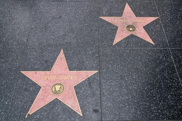 Звезда Трампа на голливудской Аллее славы размножилась за ночь