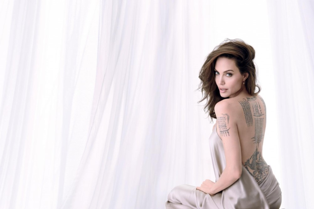 Анджелина Джоли снялась обнаженной и впервые рассказала о разводе с Брэдом Питтом