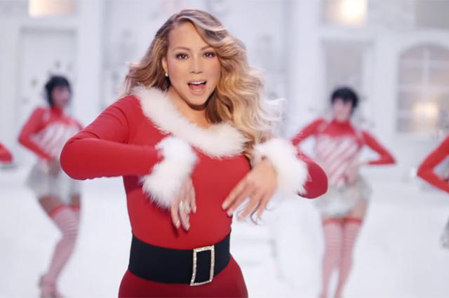 Мэрайя Кэри выпустила новый клип на культовую песню All I Want for Christmas Is You